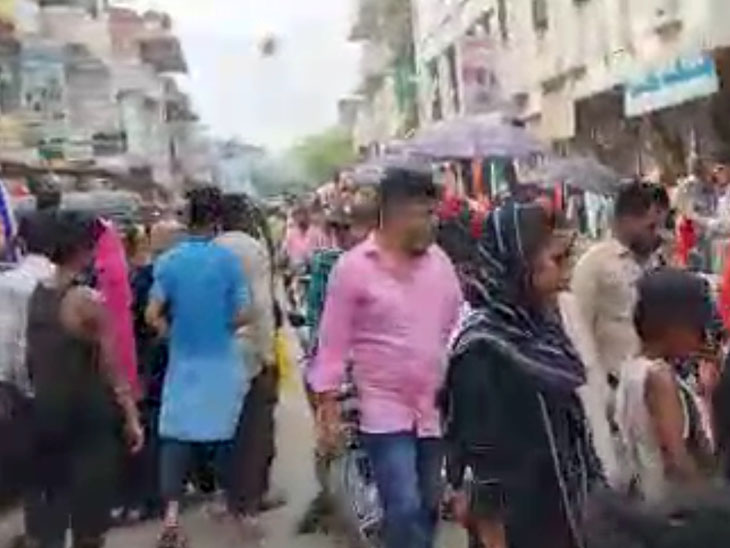 લિંબાયતમાં સો. ડિસન્ટન્સિંગના ધજાગરા - Divya Bhaskar