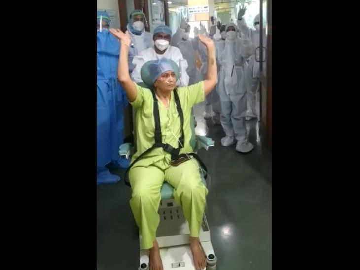 આઇસીયુમાંથી વોર્ડમાં લઈ જવાતાં દર્દી - Divya Bhaskar