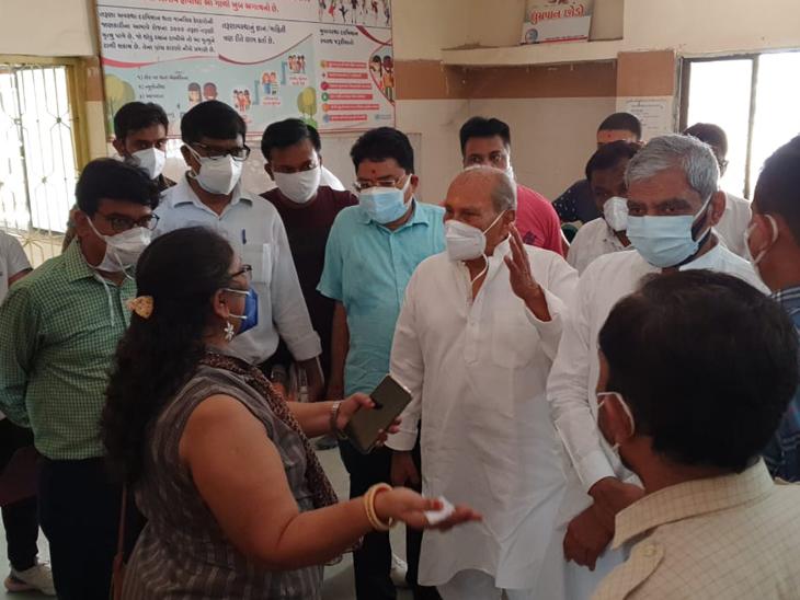 યોગેશ પટેલે પાદરા આરોગ્ય કેન્દ્રની મુલાકાત લીધી. - Divya Bhaskar