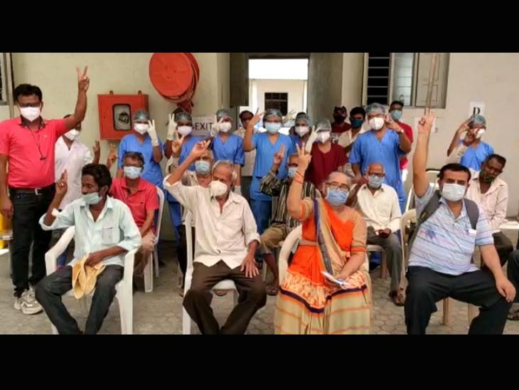 તાજેતરમાં મહુવા તરસાડી ખાતે કાર્યરત માલિબા કેમ્પસમાં એક સાથે 11 દર્દી કોરોનાને માત આપી ડિસ્ચાર્જ થયા હતા. - Divya Bhaskar