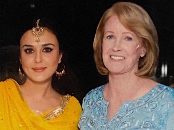 એક્ટ્રેસે તેની સાસુને ટ્રોલ કરનારાને સણસણતો જવાબ આપી કહ્યું, 'પરિવારમાં ફેમ નહીં પણ લવ અને રિસ્પેક્ટ કામ કરે છે' બોલિવૂડ,Bollywood - Divya Bhaskar