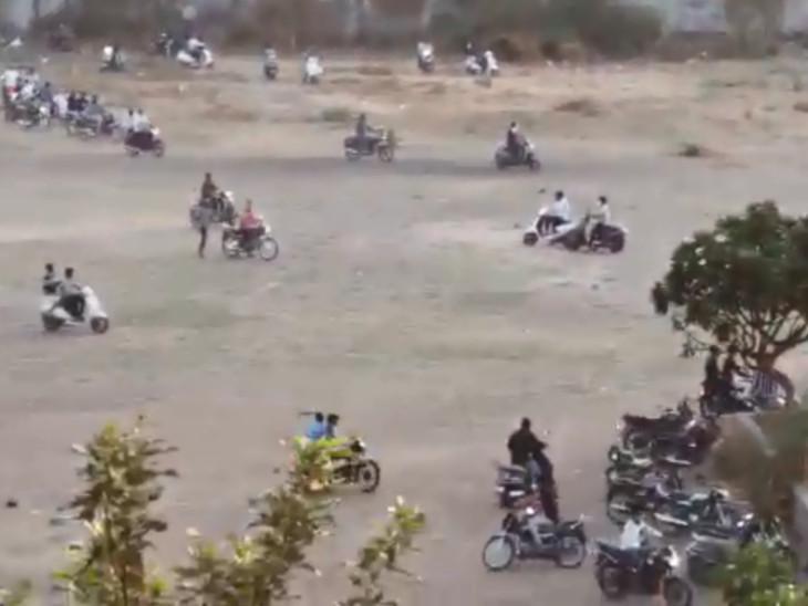 સુરતમાં ક્રિકેટ ગ્રાઉન્ડમાં મોટી સંખ્યામાં યુવાનો એકઠાં થયા, પોલીસ આવતા ઊભી પૂંછડિયે ભાગ્યા સુરત,Surat - Divya Bhaskar
