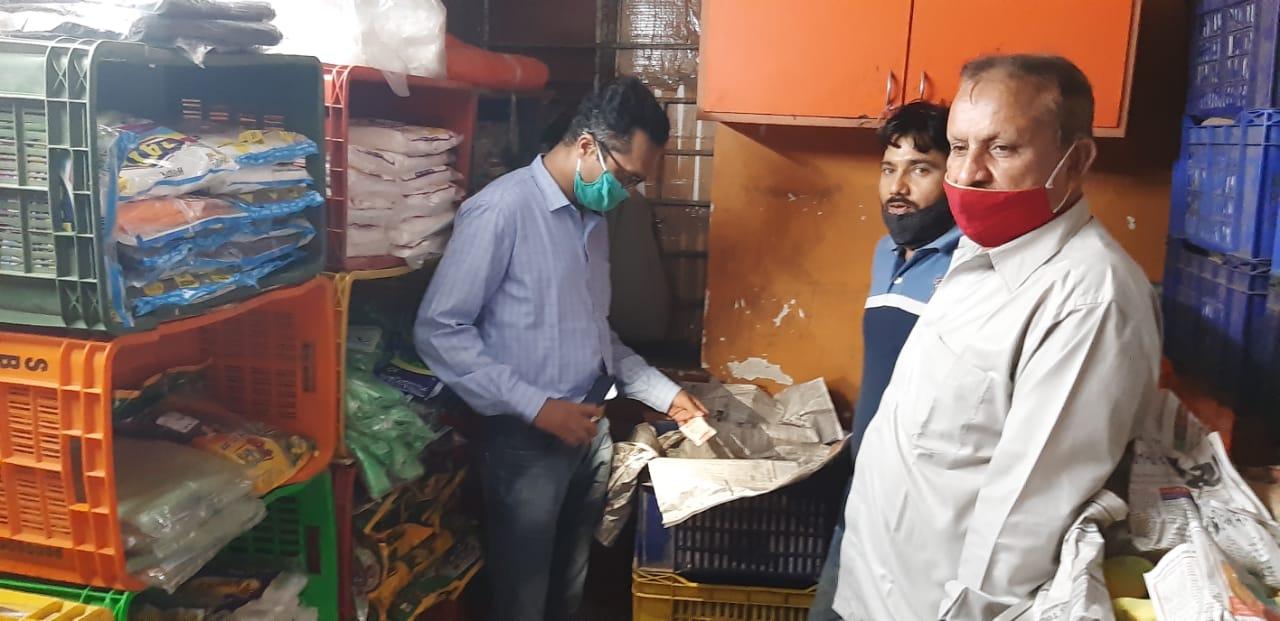 રાજકોટમાં કેલ્શિયમ કાર્બાઈડથી ફળ પકવતા 15 વેપારીઓ પર ફૂડ વિભાગની તવાઈ, 2 દિવસ પહેલા કેરી સહિત 180 કિ.ગ્રા.ચીકુનો નાશ કર્યો હતો|રાજકોટ,Rajkot - Divya Bhaskar