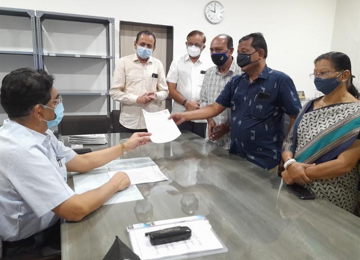 સર ટી હોસ્પિટલમાં કોરોના દર્દીને પડતી મુશ્કેલી અંગે કૉંગ્રેસ દ્વારા રજૂઆત કરાઈ, મેનેજમેન્ટ બદલવાની માગ ભાવનગર,Bhavnagar - Divya Bhaskar