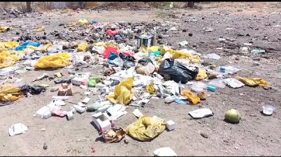 લીંબડીની આર.આર. હોસ્પિટલ સંકુલમાં કચરો અને ગંદકીના ઢગલા ખડકાતા રોગચાળો વકરવાનો ભય - Divya Bhaskar