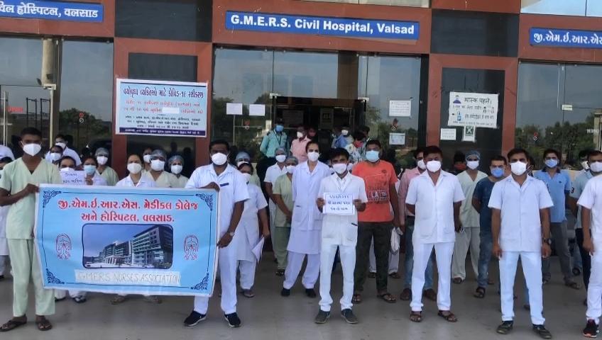 વલસાડ GMERSના નર્સિગ સ્ટાફે પડતર પ્રશ્નોને લઈ અચોક્કસ મુદતની હડતાળ પર ઉતરવાની ચીમકી આપી|વલસાડ,Valsad - Divya Bhaskar