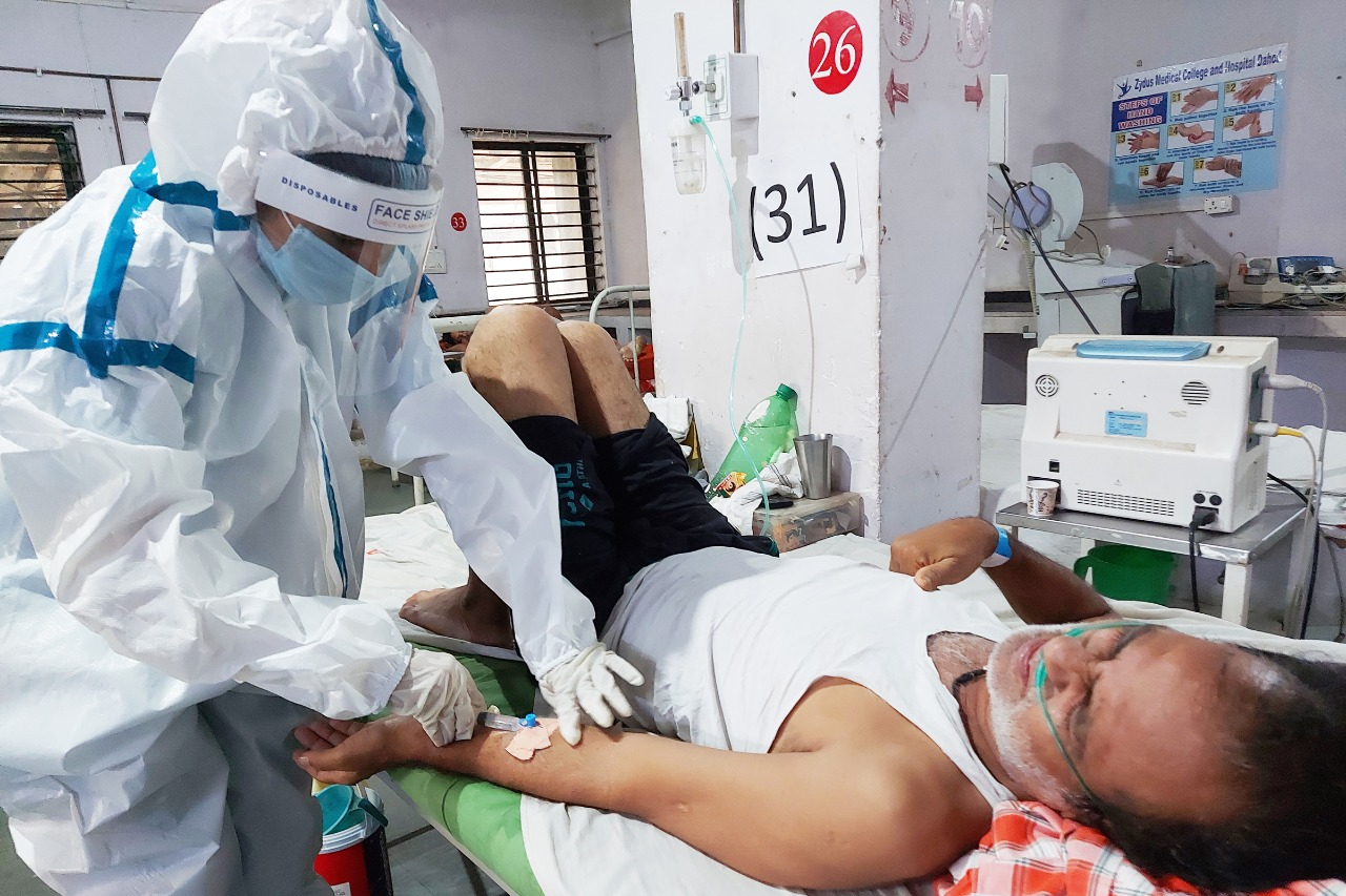દાહોદની રીમા કપૂર, 14 માસથી કોરોના વોર્ડમાં કામ કરતી આ નર્સ થાકતી નથી, હારતી નથી|દાહોદ,Dahod - Divya Bhaskar