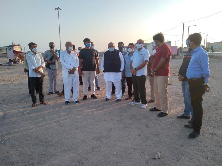 નેતાઓએ ભેગા મળી જાહેરનામાનો ભંગ કર્યો - Divya Bhaskar