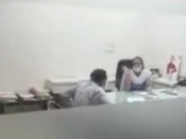 ડેપ્યુટી કમિશનરની ખુરશી પર ભાજપના મહિલા કોર્પોરેટર બેસી જતાં વિવાદ|સુરત,Surat - Divya Bhaskar