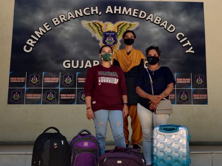 મુંબઈથી ટ્રાવેલ બેગમાં દારૂ લઈને અમદાવાદ વેચવા આવેલી 2 મહિલા રેલવે સ્ટેશન બહારથી ઝડપાઈ|અમદાવાદ,Ahmedabad - Divya Bhaskar