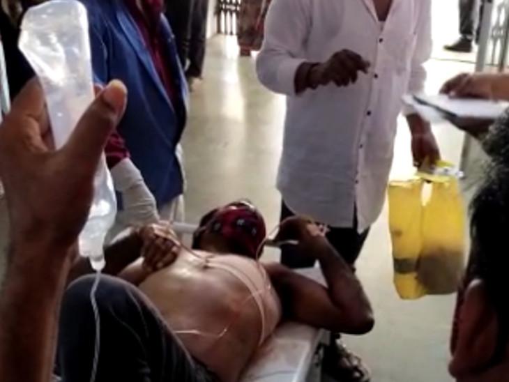 સુરતના લિંબાયતમાં બે શખસોએ શ્રમજીવીને ચપ્પુ મારીને રોકડ રકમ અને મોબાઇલની લૂંટ ચલાવી, ઇજાગ્રસ્તને સુરત સિવિલ હોસ્પિટલમાં ખસેડાયો સુરત,Surat - Divya Bhaskar