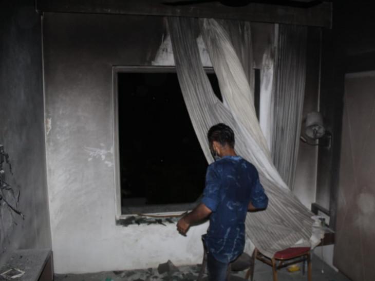 આગ લાગતા સમગ્ર રૂમ બળીને ખાખ થઈ ગયો હતો