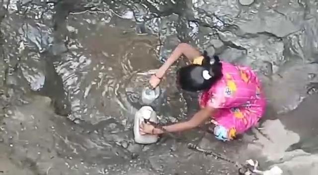 વલસાડનું કરનજલી ગામ, અહીંની પાણી સમસ્યા જોઈ કોઈ પિતા પોતાની પુત્રીને આ ગામમાં પરણાવવા તૈયાર નથી|વલસાડ,Valsad - Divya Bhaskar