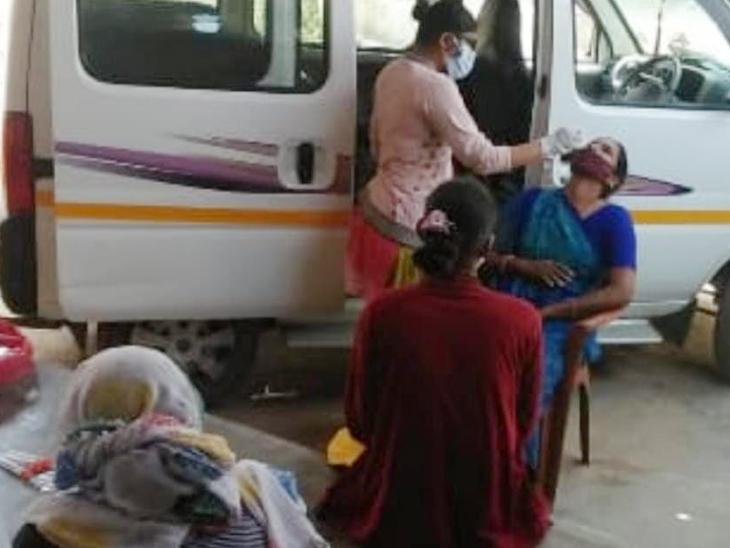 ધન્વંતરી રથની માહિતી મેળવવા લોકોએ ફાંફાં મારવા પડી રહ્યા છે - Divya Bhaskar
