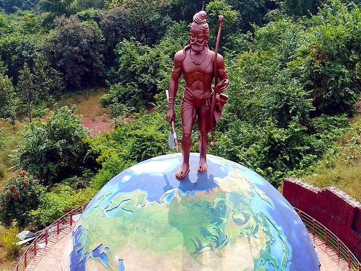 મહારાષ્ટ્રના બુરુંડીમાં 21 ફૂટ ઊંચી પરશુરામ પ્રતિમા છે, અહીં દરિયાનું પાણી લાલ રંગનું જોવા મળે છે|ધર્મ,Dharm - Divya Bhaskar