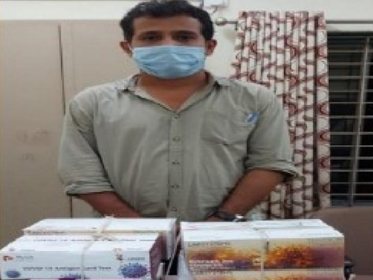 આરોપી રિઝવાન એહમદ ભાઇજમાલ વેજલપુર પ્રાથમિક આરોગ્ય કેન્દ્રમાં કરાર આધારિત ફાર્માસિસ્ટ તરીકે ફરજ બજાવે છે