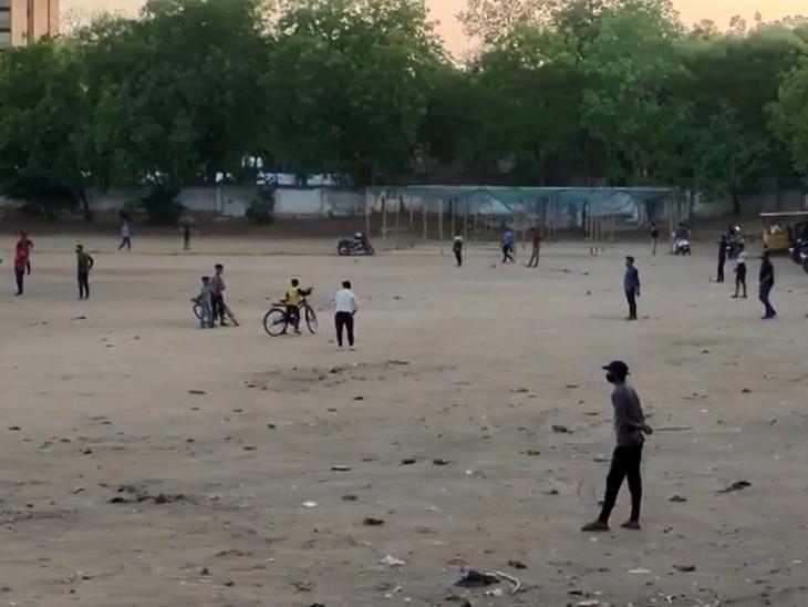 વડોદરાના જાણીતા ક્રિકેટ ગ્રાઉન્ડ ગણાતા પોલો ગ્રાઉન્ડ પર રોજ સવારે અને સાંજે ક્રિકેટ રસીયાઓ વચ્ચે મેચ જામી હતી
