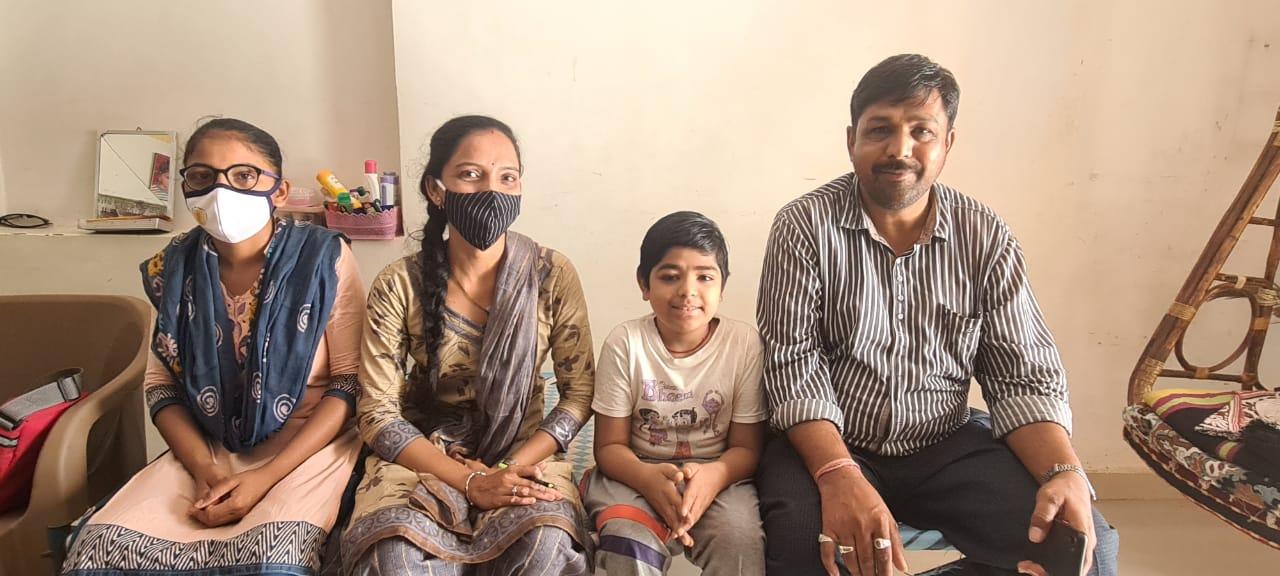 માસૂમ બાળક 'ખુશ' અત્યારે ખરેખર ખુશ, શાળા આરોગ્ય ચકાસણી થકી હળવદના બાળકને નવજીવન મળ્યું - Divya Bhaskar
