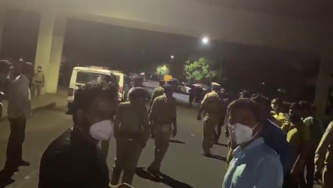 આંદોલનકારી ડોક્ટર સહિત નર્સ સામે કાર્યવાહી કરવા પોલીસકાફલો પહોંચ્યો. - Divya Bhaskar