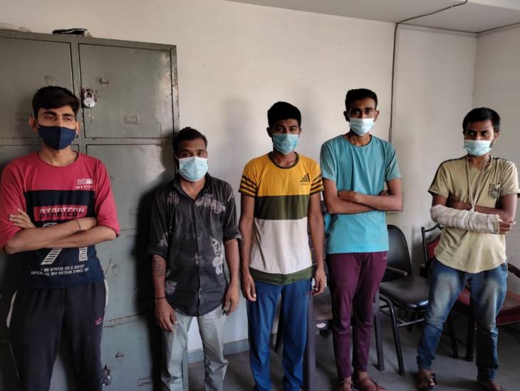 સુરતની અછોડા તોડ ગેંગના પાંચ સાગરીતોની ધરપકડ - Divya Bhaskar
