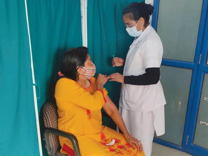 રાજ્યમાં આવતીકાલથી ત્રણ દિવસ સુધી 45+ લોકોને વેક્સિન આપવાનું મોકૂફ, 18થી 45ની વયના લોકોને વેક્સિન અપાશે|અમદાવાદ,Ahmedabad - Divya Bhaskar