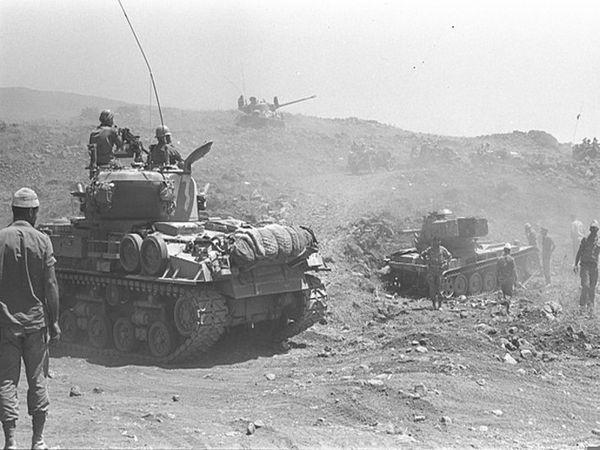 1967ના યુદ્ધ દરમિયાન ગોલન હાઈટ્સની તરફ વધતી ઈઝરાયેલની ટેંક.