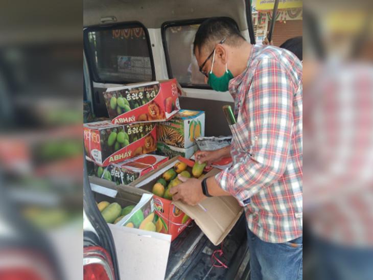 રાજકોટમાં મનપા દ્વારા કેલ્શિયમ કાર્બાઈડથી ફળ પકવતા 6 વેપારીને ફૂડ લાયસન્સ લેવા નોટીસ ફટકારવામાં આવી|રાજકોટ,Rajkot - Divya Bhaskar