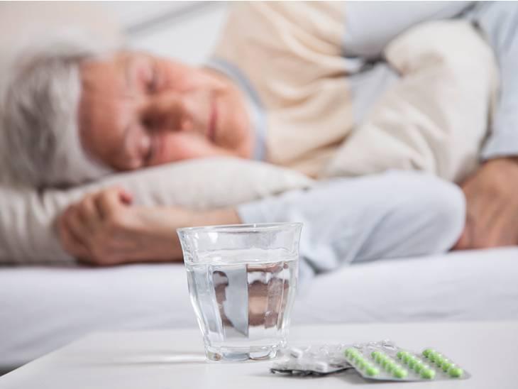 અનિદ્રા દૂર કરવા આડેધડ ઊંઘની ગોળીઓ લેતા હો તો ચેતી જજો, 12 અઠવાડિયાં પછી ઊંઘની ગોળીઓ બિન અસરકારક સાબિત થતી હોવાનો અમેરિકાના સંશોધકોનો દાવો઼|હેલ્થ,Health - Divya Bhaskar