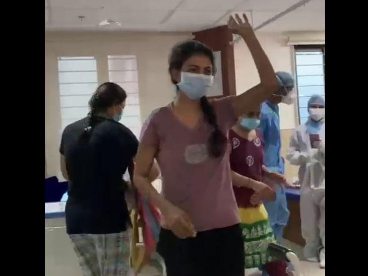 SVPમાં કોરોનાના દર્દીઓને દવાઓથી શરીરને સ્વસ્થ કરવાની સાથે ડોક્ટર્સ, યોગ ડિપાર્ટમેન્ટ, નર્સિંગ તથા તમામ સ્વાસ્થય કર્મચારીઓ એવા પ્રયાસો કરી રહ્યા છે કે, દર્દીઓમાં સકારાત્મકતા વધે. - Divya Bhaskar