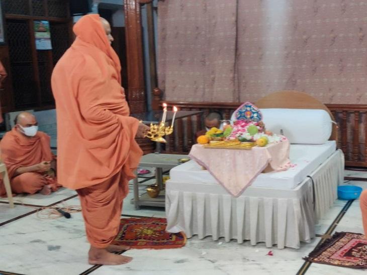 SGVP ગુરુકુળમાં જોગી સ્વામીની 116મી જન્મ જયંતીની ઉજવણી કરાઈ, જોગી સ્વામીની સ્મૃતિમાં છારોડી ગુરુકુળમાં દરરોજ યજ્ઞ કરાશે|અમદાવાદ,Ahmedabad - Divya Bhaskar