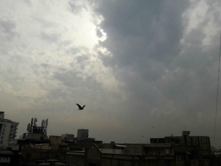 રાજકોટ સહિત સૌરાષ્ટ્રભરમાં વરસાદી માહોલ, કાળા ડિબાંગ વાદળોથી આકાશ ઘેરાયું|રાજકોટ,Rajkot - Divya Bhaskar