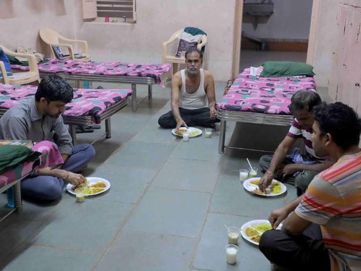 દર્દીઓને ત્રણ ટાઇમ પૌષ્ટિક ભોજન પીરસાય છે.