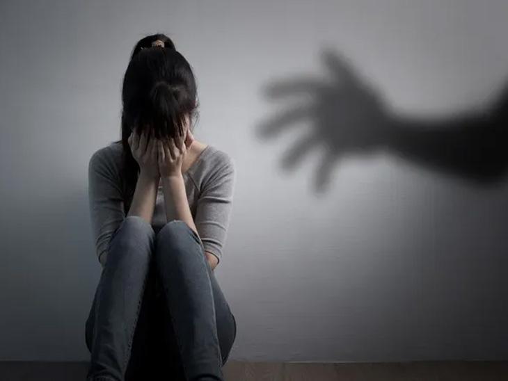 કોરોના સંક્રમિત પતિ હોસ્પિટલમાં દાખલ હતો, રાતે 2 આરોપીઓએ બાળકોને બંદૂકના નિશાને રાખી મહિલા પર દુષ્કર્મ ગુજાર્યું|ઈન્ડિયા,National - Divya Bhaskar