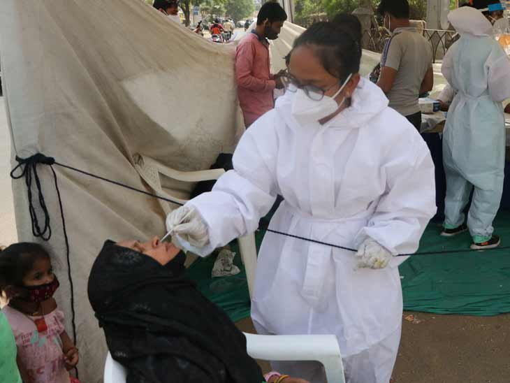 શહેર અને જિલ્લામાં 18 દિવસ બાદ 2,699 દર્દી ડિસ્ચાર્જ, કુલ કેસમાં પણ ઘટાડો 24 કલાકમાં 1,895 નવા કેસ નોંધાયા|અમદાવાદ,Ahmedabad - Divya Bhaskar