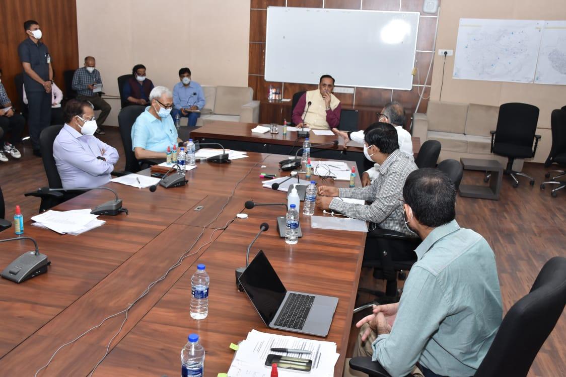 ગાંધીનગર ખાતે મુખ્યમંત્રીએ વહેલી સવારે સ્ટેટ ઇમરજન્સી ઓપરેશન સેન્ટર પહોંચી ઉચ્ચસ્તરીય બેઠક યોજી|ગાંધીનગર,Gandhinagar - Divya Bhaskar
