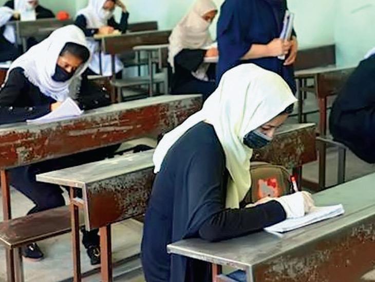 અફઘાનિસ્તાનમાં તાલિબાની શાસન 1996થી 2001 દરમિયાન છોકરીઓના સ્કૂલે જવા પર રોક લાગી હતી. - Divya Bhaskar
