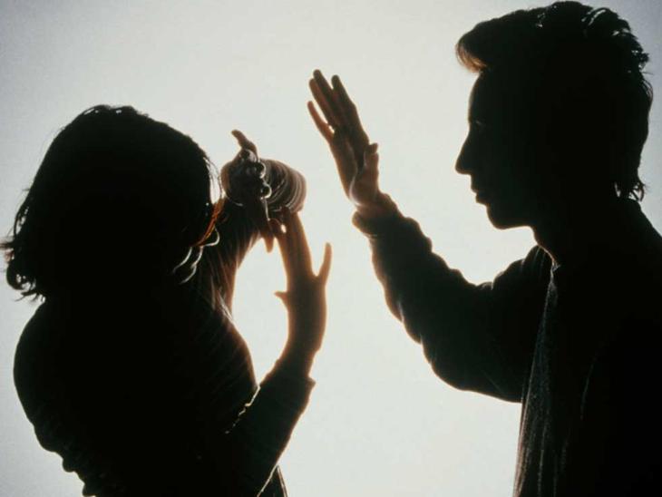 દહેજ માટે પત્નીને તાંત્રિક પાસે લઇ જઇ પતિ ગોંધી રાખીને માર મારતો|સુરત,Surat - Divya Bhaskar