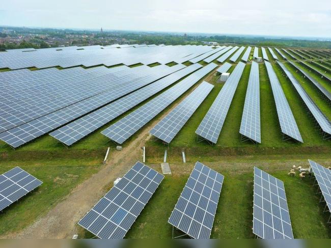 અદાણી ગ્રીન 3.5 અબજ ડોલરમાં SB એનર્જીનો પોર્ટફોલિયો ખરીદશે|બિઝનેસ,Business - Divya Bhaskar