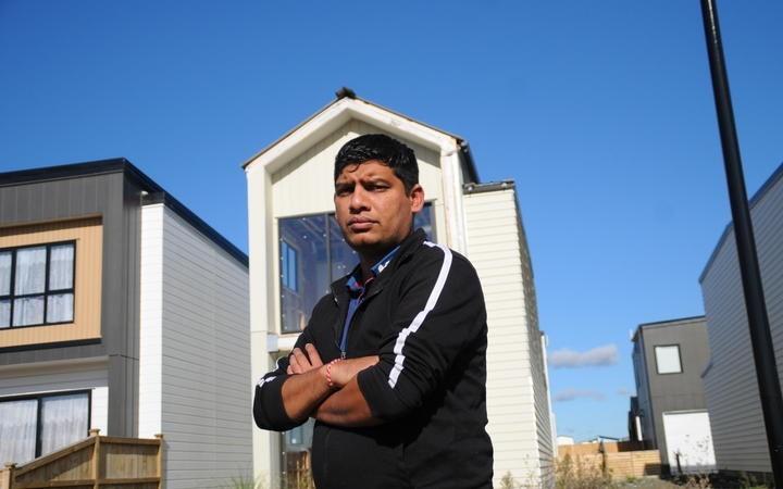 પાડોશીની એક મીટર જગ્યા પચાવીને મકાન બનાવ્યું, બિલ્ડરે કહ્યું- દોઢ કરોડ આપો અથવા મકાન ખસેડો|લાઇફસ્ટાઇલ,Lifestyle - Divya Bhaskar