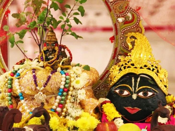 આ દિવસે ભગવાન વિષ્ણુ સાથે તુલસી અને પીપળાની પણ પૂજા કરવાની પરંપરા છે ધર્મ,Dharm - Divya Bhaskar
