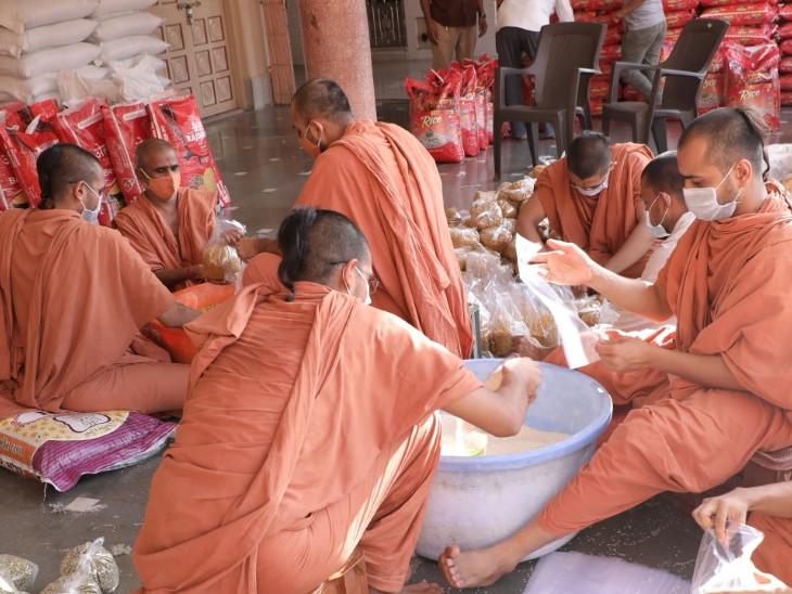 સુરત સ્વામિનારાયણ ગુરુકુળ દ્વારા સંચાલિત ધર્મજીવન લોકસેવા ટ્રસ્ટે વાવાઝોડાગ્રસ્ત ઉના માટે 2000 અનાજની કીટો મોકલી સુરત,Surat - Divya Bhaskar