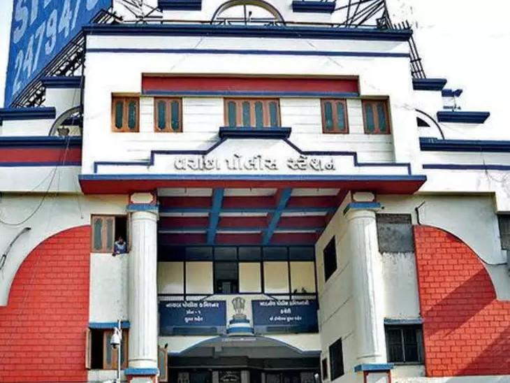 સુરતના વરાછામાં બારોટબંધુઓનું ઉઠમણું, અઢી કરોડની છેતરપિંડીનો ગુનો દાખલ, શેરબજાર અને કોમોડીટીઝમાં રોકાણ કરવાની લોભામણી લાલચ આપતા|સુરત,Surat - Divya Bhaskar
