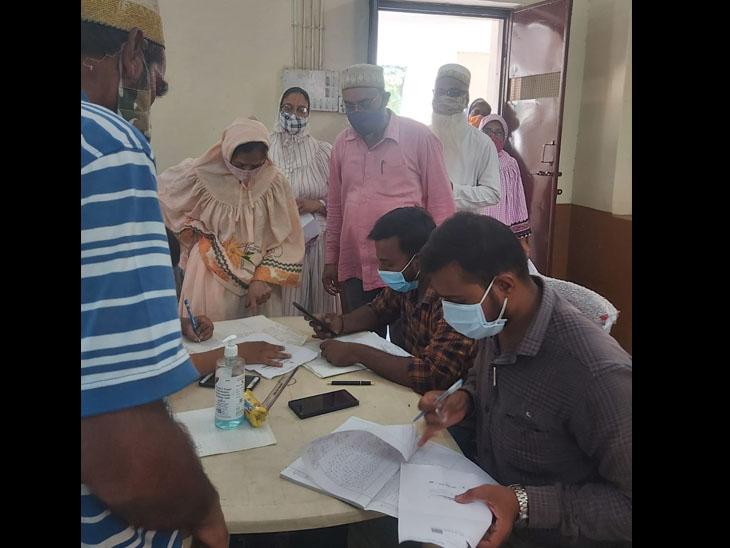 આજથી 18 + ના 20 હજાર લોકોને રસીકરણ, એક કલાક સમય વધાર્યો વડોદરા,Vadodara - Divya Bhaskar