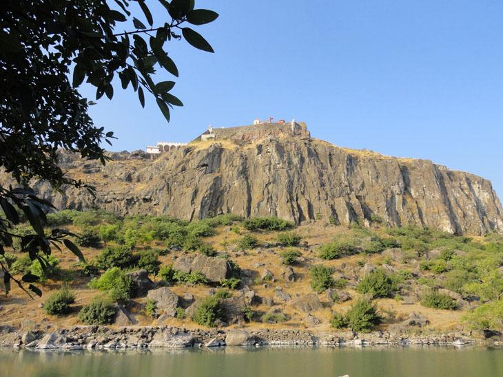 પાવાગઢનું મહાકાળી મંદિર હવે 1 જૂન સુધી બંધ રખાશે, કોરોનાને કારણે વધુ 6 દિવસ મંદિર બંધ રાખવાની જાહેરાત|હાલોલ,Halol - Divya Bhaskar
