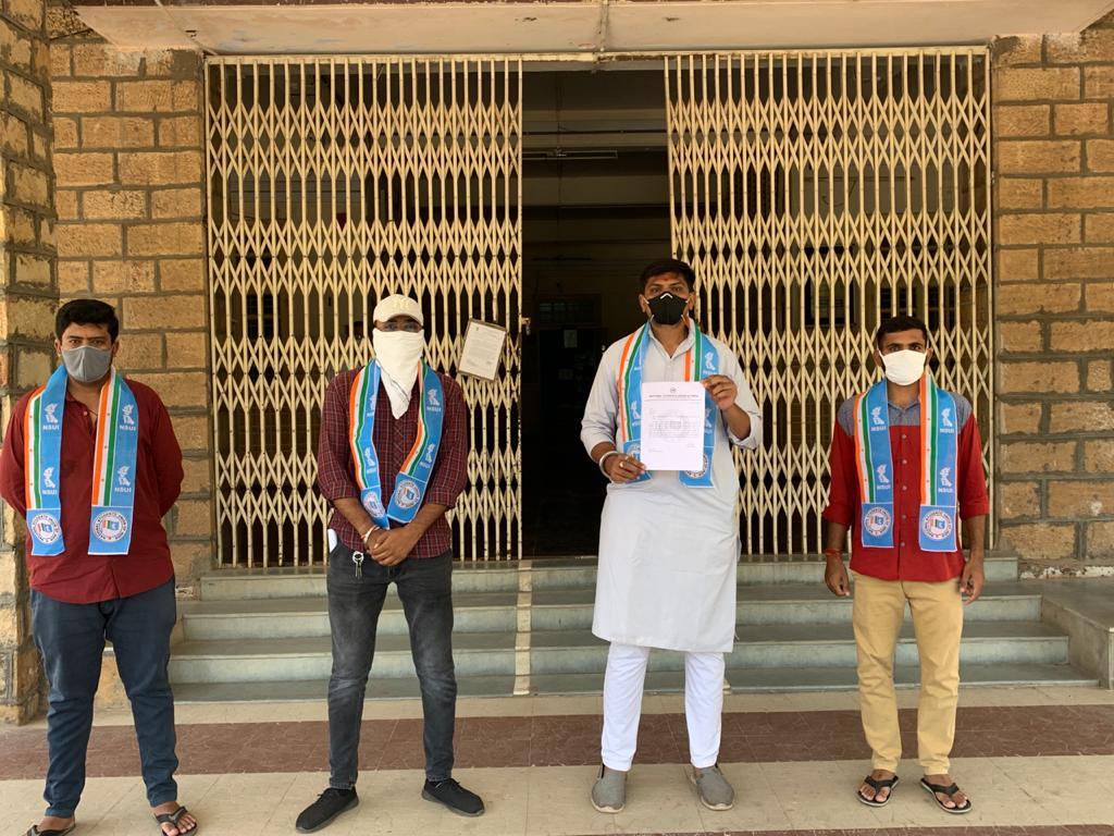 ધોરણ 10ના નિયમિત રિપીટર વિધાર્થીઓને પણ માસ પ્રમોશન આપવા સુરેન્દ્રનગર જિલ્લા કલેક્ટરને આવેદનપત્ર અપાયું - Divya Bhaskar