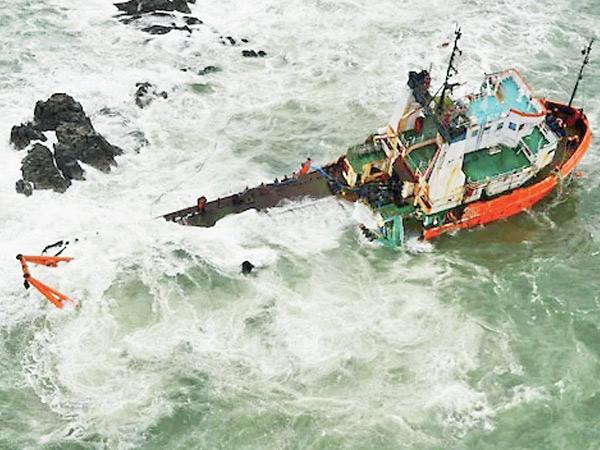 તાઉતે વાવાઝોડામાં ડૂબેલી પી-305 બાર્જ દુર્ઘટનામાં મરણાંક 86|મુંબઇ,Mumbai - Divya Bhaskar