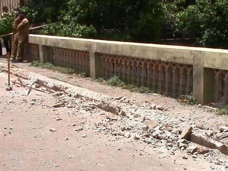 સુરતના પર્વત પાટીયામાં લોકોના વિરોધ વચ્ચે ખાડી બ્રિજ તોડવાની કામગીરી શરૂ|સુરત,Surat - Divya Bhaskar