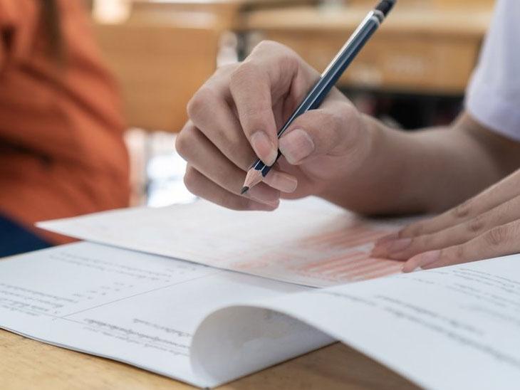 CBSE ધોરણ-12ની પરીક્ષામાં માત્ર 4 વિષયની ઓબ્જેક્ટિવ પરીક્ષા OMR શીટ પર કરાવવા ઘણાં રાજ્યો સહમત થયાં|ઈન્ડિયા,National - Divya Bhaskar