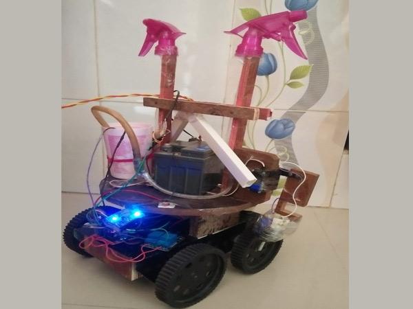 રાજકોટના ચાર વિદ્યાર્થીઓએ વાવેતરથી લઇને પાક ઉતારવાનું કામ કરી શકે તેવો રોબોટ બનાવ્યો|રાજકોટ,Rajkot - Divya Bhaskar