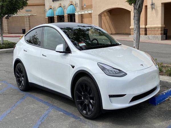 ટેસ્લાની કારમાં ઓટો પાયલટ ફીચર મળશે, મિરરની ઉપર મૂકેલા કેમેરાથી ડ્રાઇવિંગમાં મદદ મળશે|ઓટોમોબાઈલ,Automobile - Divya Bhaskar